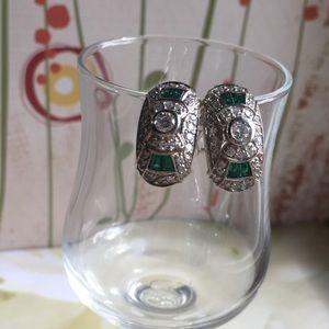 Jewelry - Simulated green quartz earrings
